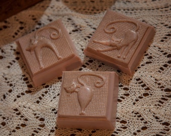 Cat+Oatmeal Milk and Honey Oil+All Natural Oatmeal and Shea Butter+4 oz.+Artisan Bar Soap