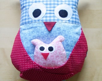 Owls cuddle pillow with baby (blue and red)
