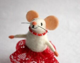 Felt mouse girl, Woolen mouse, Needle felted mouse figurine,  Doll house miniature, Cute mice, Mouse miniature