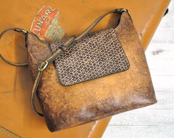Vintage Style Leather Shoulder Bag With Magnetic Claps Closure