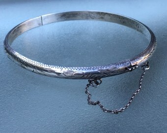 Vintage incised sterling hinged bangle bracelet with safety chain