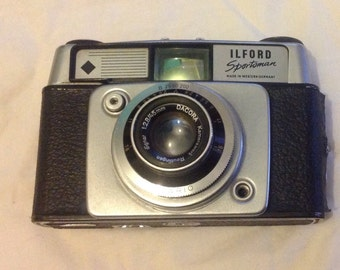 Vintage Ilford  Sportsman camera with case