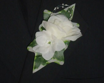 Groom/Groomsman Silk Flower Boutonniere - Sweetheart