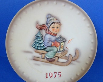 "Vintage 1975 Hummel Annual Plate ""Globetrotter""  Fifth in Series"
