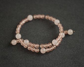 Rose quartz and glass bead memory wire bracelet