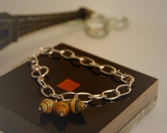 Gorgeous 925 Sterling Silver chain bracelet embelished with sea shells .