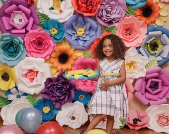 Paper Flower Backdrop / Giant Paper Flowers Wall / Paper Flower Wall /Large paper flowers / Wedding Wall / Wedding Arch