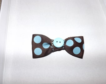 blue and brown small bow