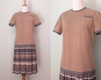 1960s R&K Originals Knits Day Dress   60s Striped Short Sleeve Drop Waist Shift Dress   Vintage Retro Pleated Skirt Dress with Pocket