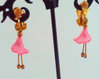 Vintage earrings, drop earrings, pink flower earrings, pink earrings, pink drop drops, long earrings, dangle earrings, gold tone earrings