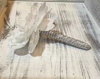 White & Silver Flower Pen