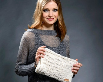 White hand knitted Macbook Pro 13 inch sleeve, laptop bag, Macbook Pro 13 bag with leather trimmings