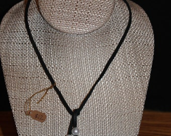 Suede necklace with pearls