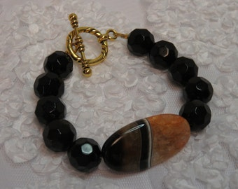 Faceted Onyx Bracelet w/Oval Agate Stone.