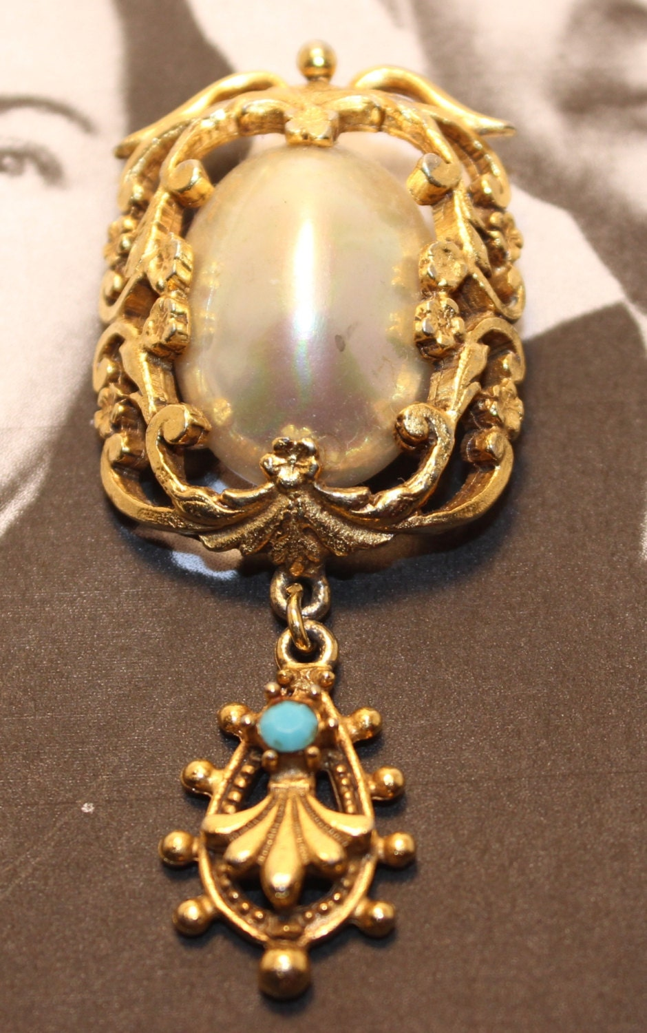This #vintage Florenza cameo brooch is incredible! It