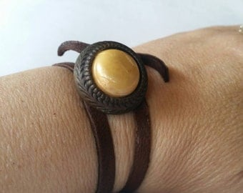 Vintage Button and leather Bracelet