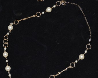 Gold/Pearl Fashion Necklace