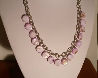 mother of Pearl lilac for this essential silver Choker
