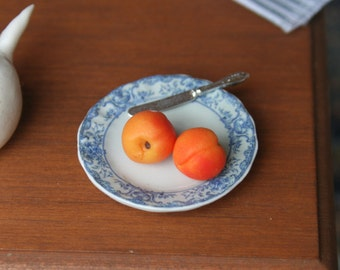 dollhouse miniatures, yellow nectarines, 1:12 scale, miniature food