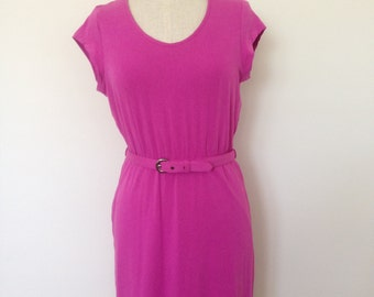 Jersey viscose dress with scoop neckline and belted waist