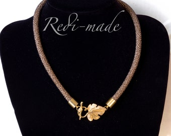 Necklace - Stardust mesh with gold seed beads and a leaf closing (#259517)