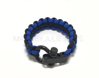 Adjustable Paracord Bracelet with Black Shackle