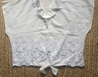 Vintage embroidered cropped shirt