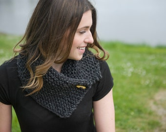 THE HARPER . Chunky knit cowl with toggle