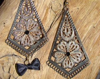 Golden earrings and black butterflies knots
