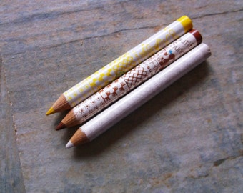 RARE Kutsuwa Beautiful Sunday Mini Colouring Pencils