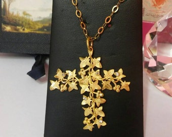 Cross pendant with Ivy leaves