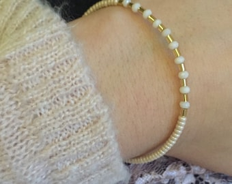 Gold and cream color beads bracelet