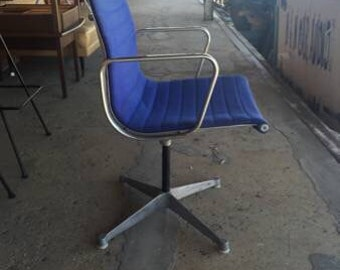 Vintage Mid Century Modern Herman Miller Early Eames Aluminum Group Chair