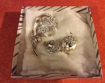 Beautiful vintage lisner rhinestone brooch and earring set