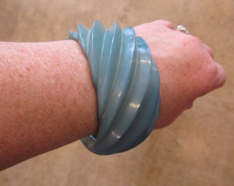Vintage Chunky Swirled Blue Resin Bangle Bracelet