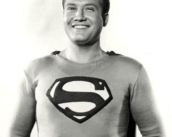 """George Reeves in the TV Series """"Adventures of Superman"""" - 5X7 or 8X10 Publicity Photo (DA-444)"""
