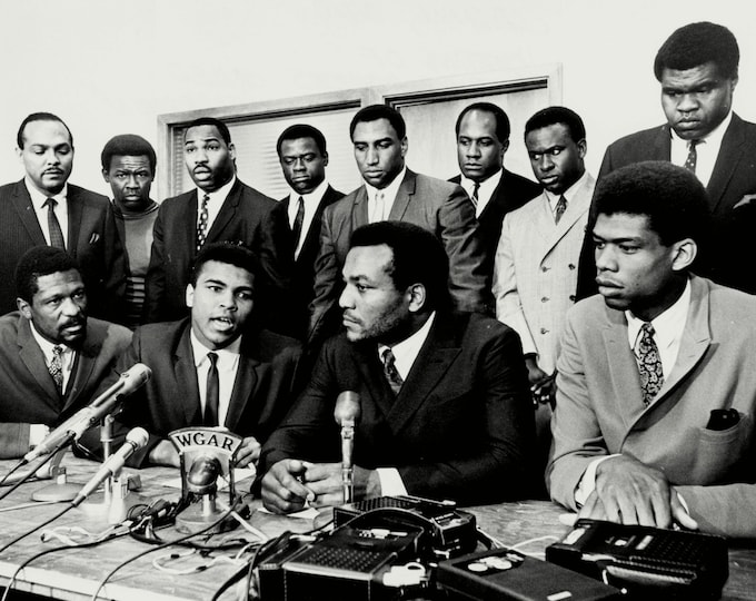 """Jim Brown & Muhammad Ali With Other Athletes at the """"Ali Summit"""" - 5X7, 8X10 or 11X14 Photo (ZY-205)"""
