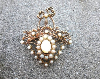 Bronze brooch with white pearls