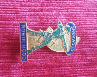 Vintage (?) Sherwood forest collectable Robin Hood souvenir badge/brooch