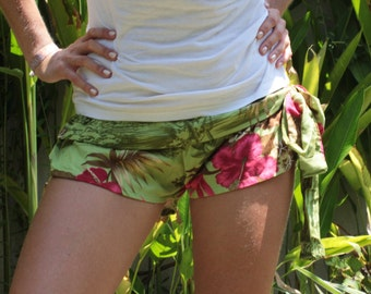 Hot Pants in the Hawaii-print - handmade