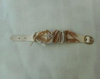 Bracelet, silver bracelet, white color and horse mackerel, flower with Rhinestone applications