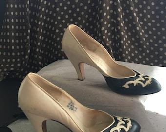 Vintage Shoes, Andrew Geller pumps, size 7A