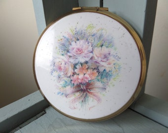 """Stratton Powder Compact, 1980's Floral Bouquet, 3"""" Diameter, Gold Tone Metal, Woven Back, Clean and Ready for New Compact, Good Condition"""