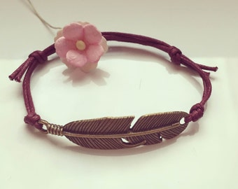Bracelet with small spring in bordeaux, waxed cotton, vintage, statement, blogger, feather, fly, bird