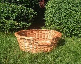 Small pet baskets, pet beds, dog beds, cat beds
