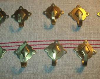 """A batch of 10 """"accroche-cloth"""" or hooks vintage"""