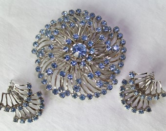Radiant Rhinestone Demi-Parure in Cornflower Blue, Earrings & Brooch, 1950s-1960s, Unisigned