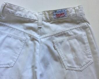 Vintage Levi's white pants 1970s stay press size 26 white tab zip fly waist 26 RARE