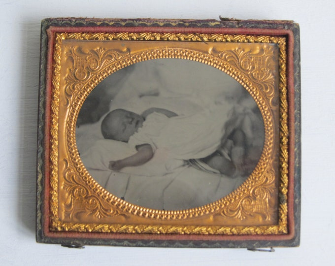 Post-Mortem photograph, Ambrotype of a baby, original antique morbid Early Victorian photograph, for ever sleeping, collectible photography