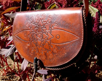 """vegetable tanned leather bag, carved """"Mandala"""" PROMOTION from 125 to 80 euros"""